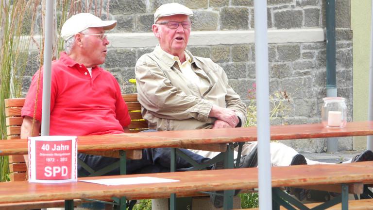 Bild 3 Rentner Kurt und Berthold auf einer Bank