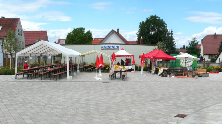 Bild 6 Dorfplatz am Rathaus